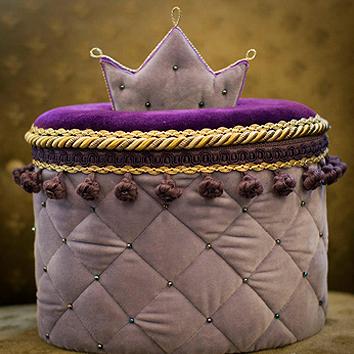 Viskas Jūsų namams! Dekoratyvinės pagalvės ir pagalvėlės, lovatiesės, užtiesalai ir pledai, užuolaidų karnizai ir parišimai, namų kvapai ir kitos interjero detalės.